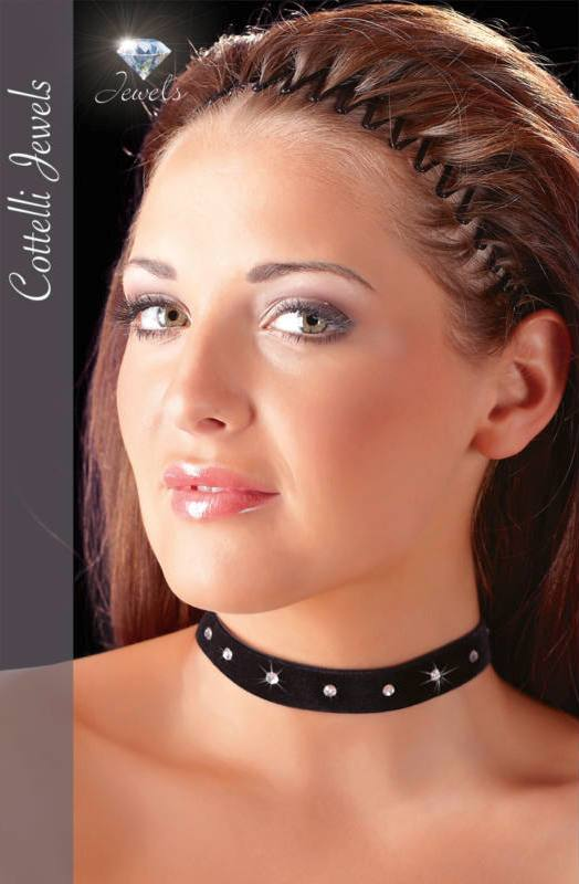 Izgalmas ajándék kedvesednek: bársonyos, strasszos nyakpánt